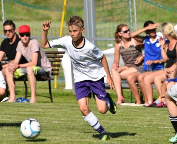 Noah, 14 reist 2 Wochen zum Chelsea Football Camp nach London